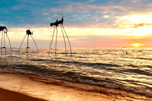 Bãi biển trong Sunset Sanato Beach Club